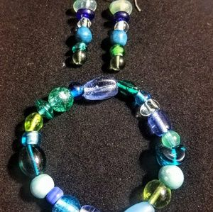 Jewelry - Glass beaded bracelet with earrings